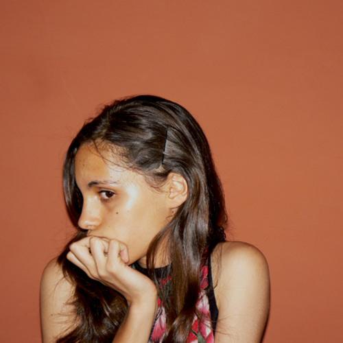 Thais Mari's avatar
