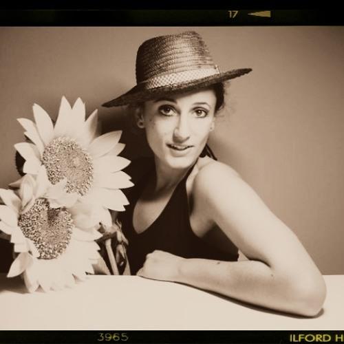 Elena Saz's avatar