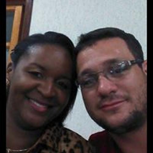Carollyna Dias's avatar