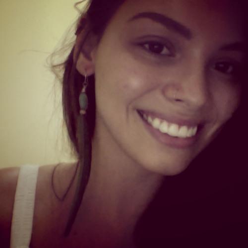 Letícia Martineli's avatar