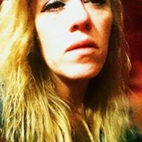 Danielle Tobar's avatar