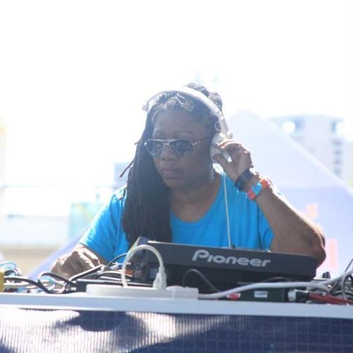 DJ Stacey Hotwaxx Hale's avatar
