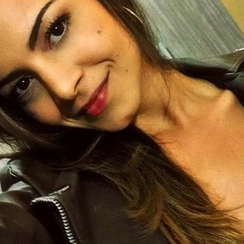 Janahyna C_Queiroz's avatar