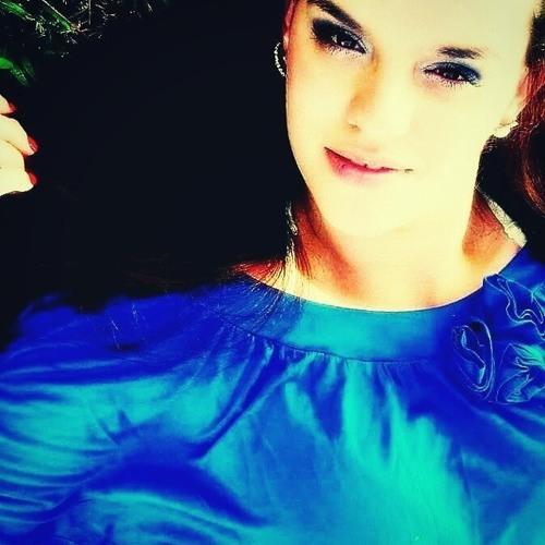 Nayra Amélia Crivelaro's avatar