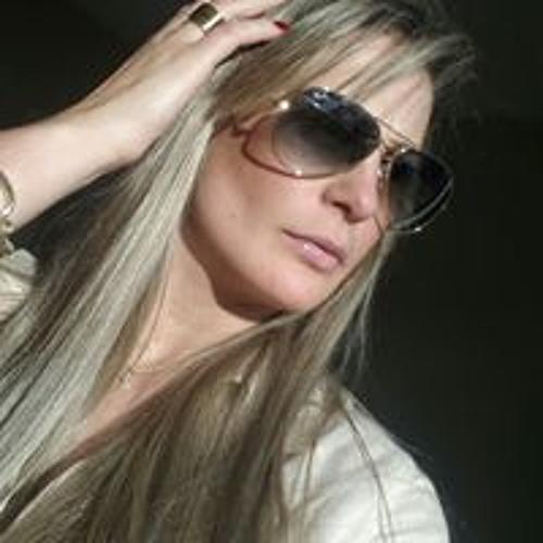Julianna Cah's avatar