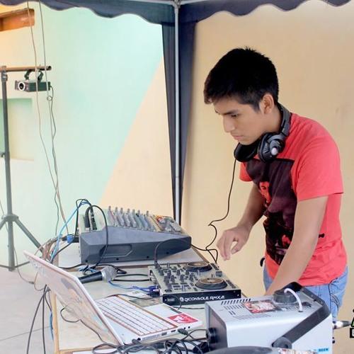 Frank Manrique(DJ)'s avatar