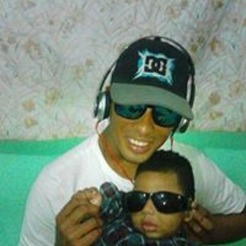 dj 2;R's avatar