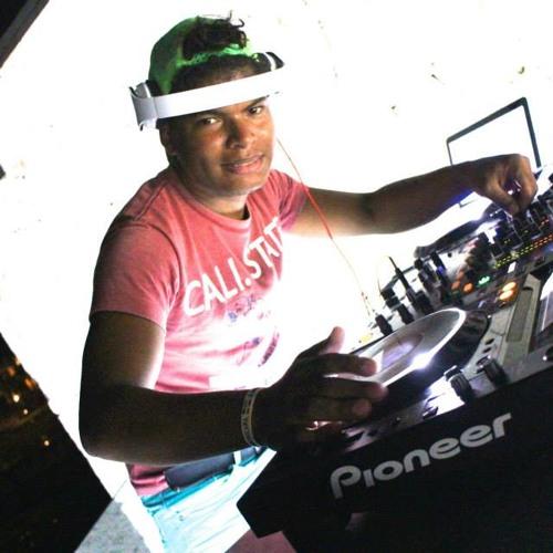 dj maycol  tavarez's avatar