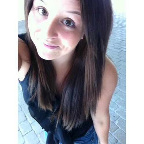 Emilie Janine's avatar