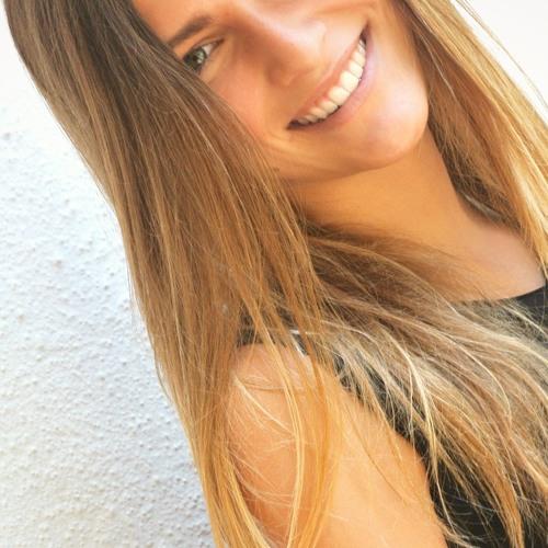 Giulia Rj's avatar