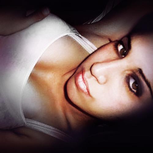 Aini ><'s avatar