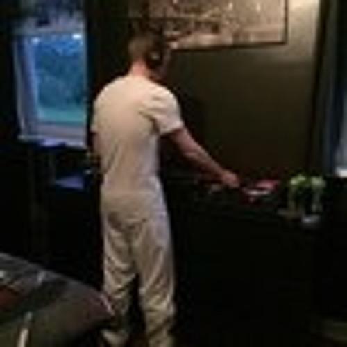 DJ Hendry's avatar