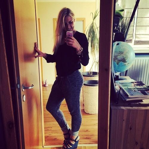 CaitlinBella's avatar