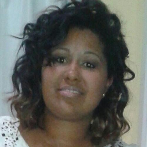 Milena Pinheiro's avatar