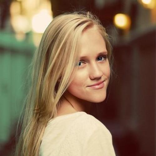 Courtney Welbon's avatar