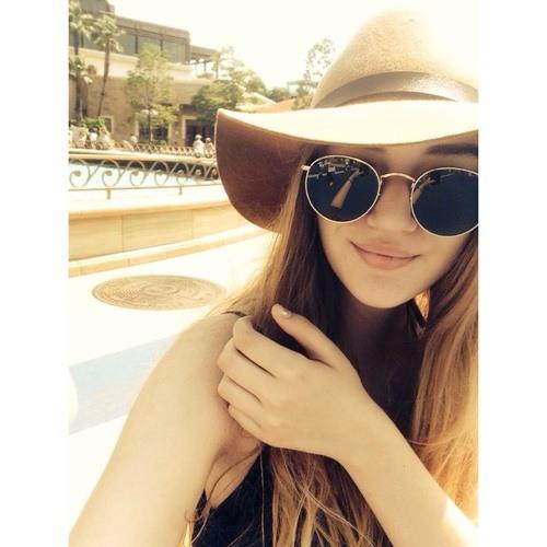 Alexi ;)'s avatar