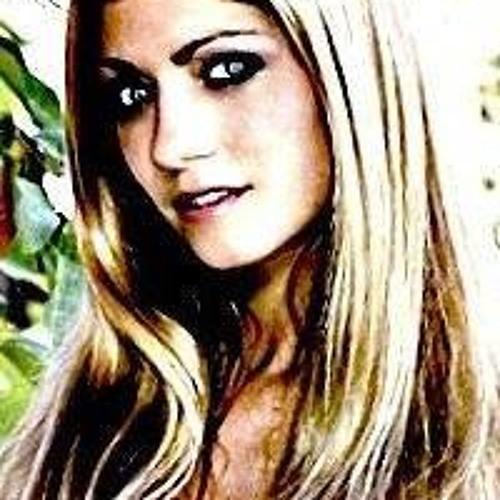 Zsanette Garba's avatar