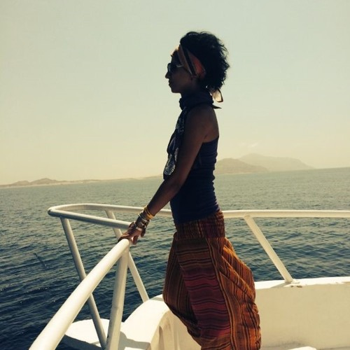 Yousra Z's avatar