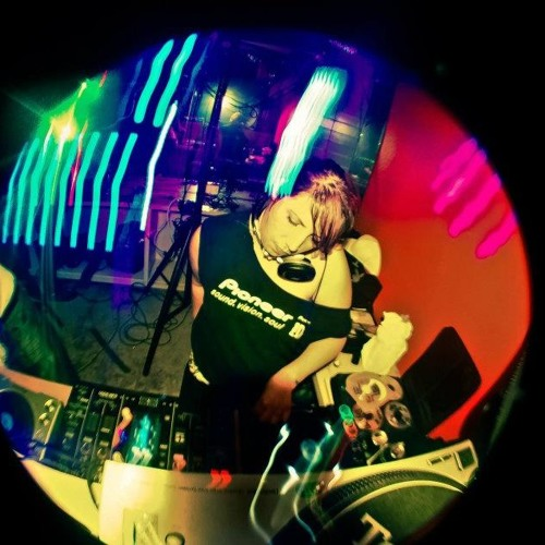 DJ Amber Leigh's avatar