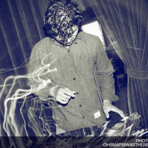 Roy Reyes Musica's avatar