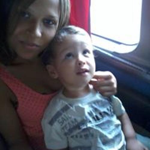 Leticia Santana Oliveira's avatar