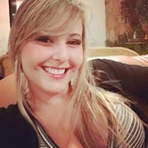 Larissa Buono's avatar