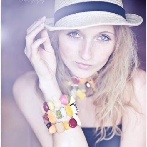 Ella White's avatar
