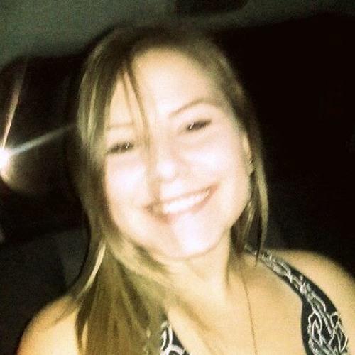 Camila Carpen's avatar