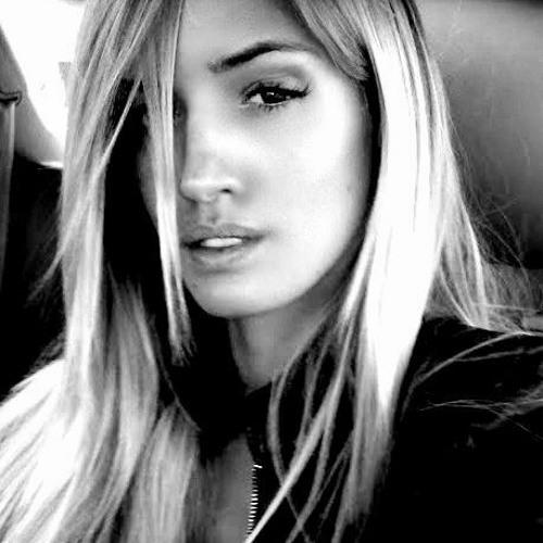 Alexa Holcombe's avatar