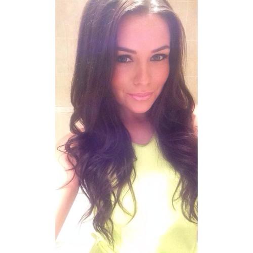 Emily Isabella's avatar