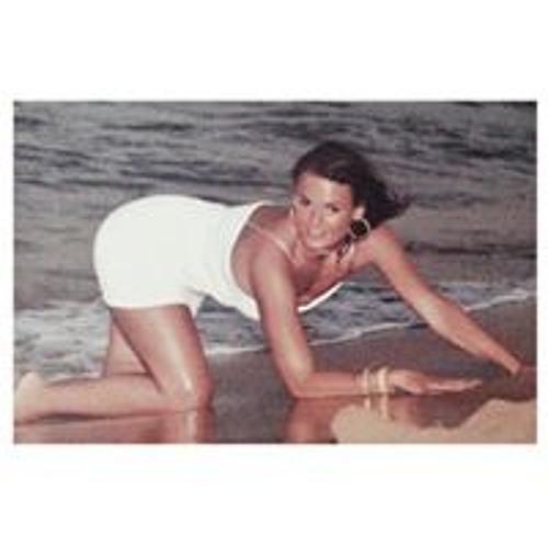 Carmen Davies's avatar