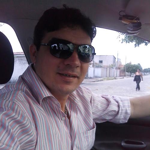 Tonny Vinil's avatar