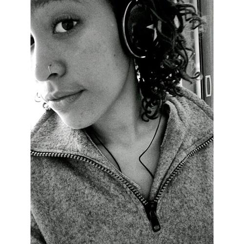 Thaís Alves's avatar
