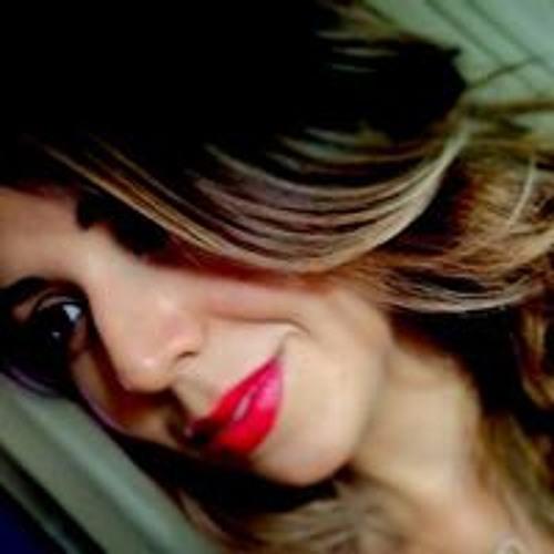 Maria Tita's avatar