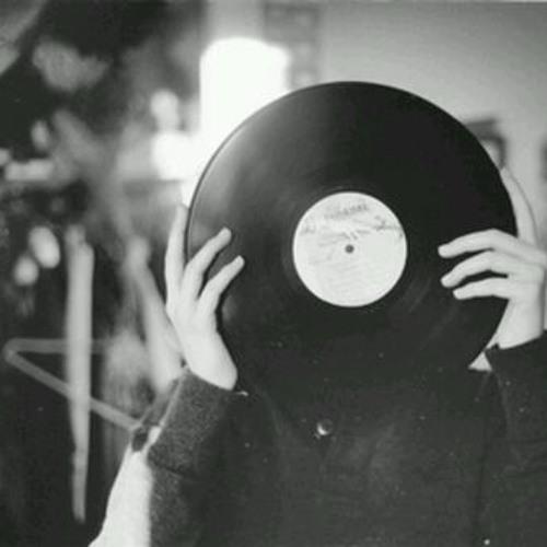 martaqueiroz's avatar