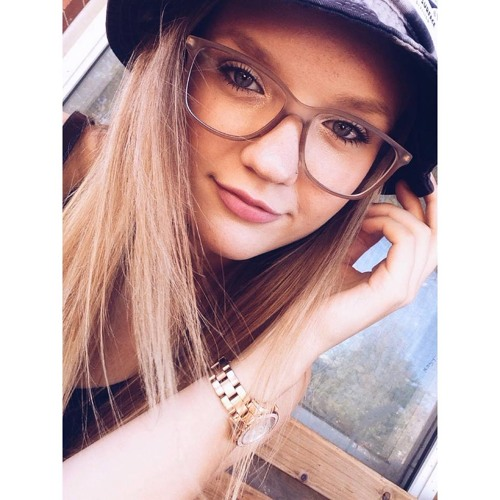 lizrosemarie's avatar