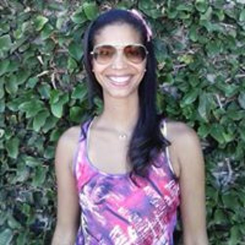 Aline Maia's avatar