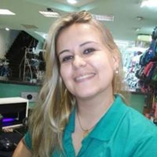 Monique Martins's avatar