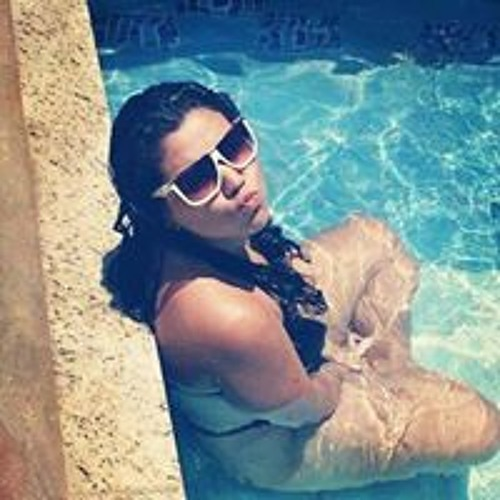 Rebeca Fernandes's avatar