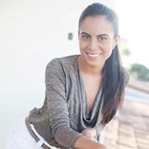 Isadora Queiroz's avatar