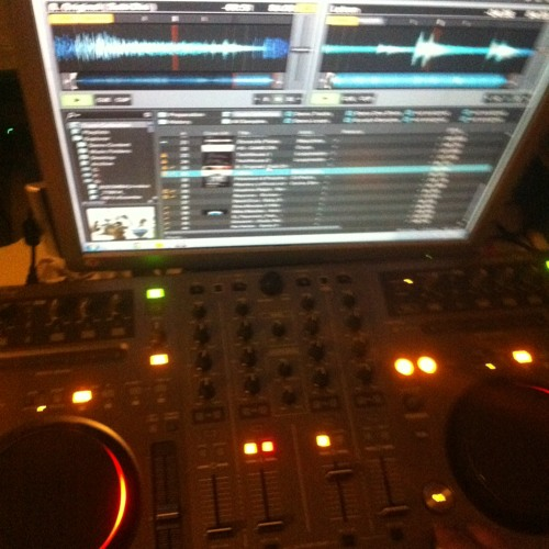 DJ2R Rodrigues's avatar
