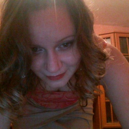 Bea Laszlo's avatar