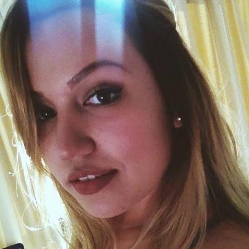 Larissa Duek's avatar