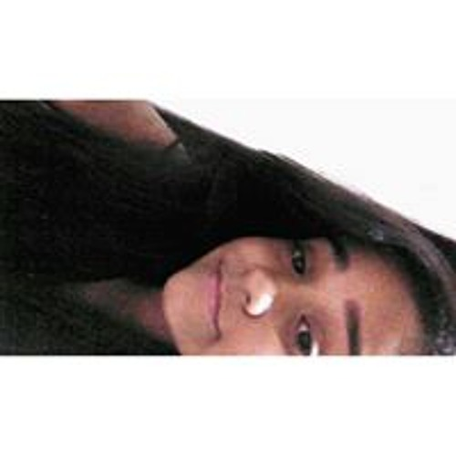 Júlia Camargos's avatar