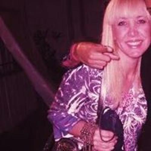 Annette Carlin's avatar