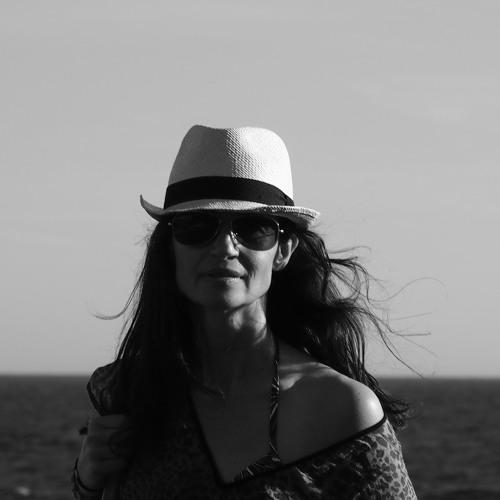 Emma Carena's avatar