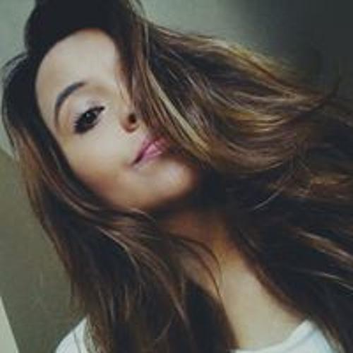 Camila Quadros's avatar