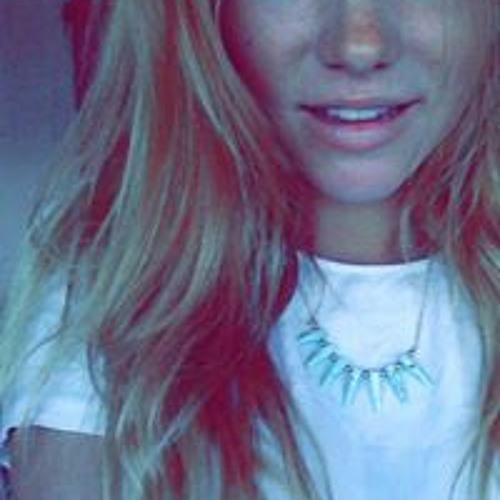 Lucie Bel-latour's avatar