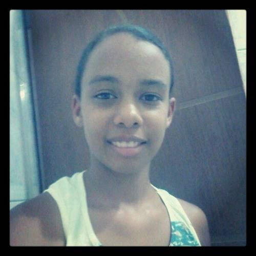 Tainá Martins's avatar
