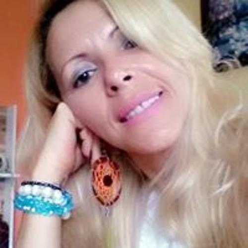 Carla Reis's avatar